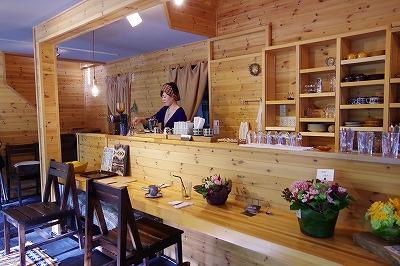 qoulou cafe(コーローカフェ)スタッフ2 内観