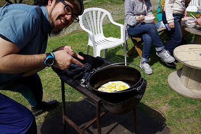 バーベキュー キャンプ ダッチオーブン アップルパイ