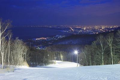 スキー スノークルーズ オーンズ 夜景
